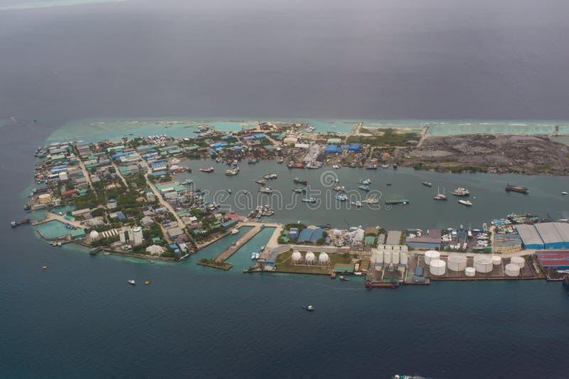 Opinião de Arial da ilha industrial no Oceano Índico imagem de stock