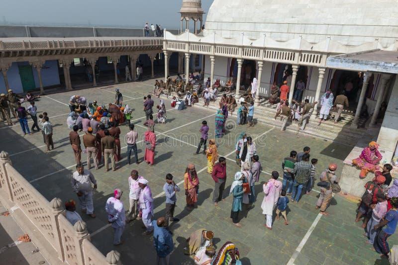 Opinião de Arial do templo durante o festival de Holi, Uttar Pradesh do nandgaon, Índia imagens de stock