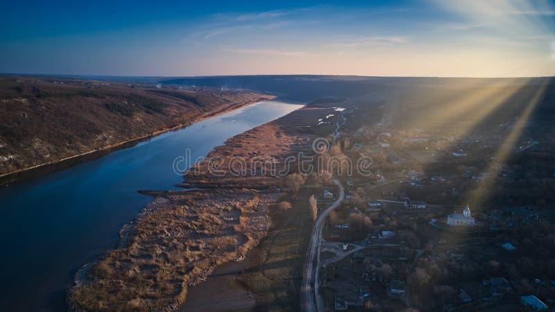 Opinião de Arial sobre o rio no por do sol foto de stock royalty free