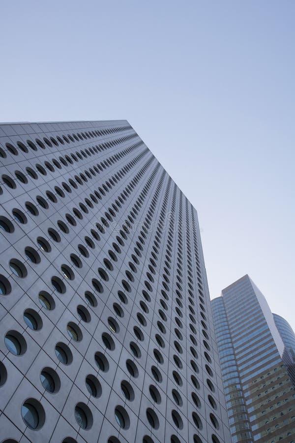 Opinião de baixo ângulo de China Hong Kong dos arranha-céus fotografia de stock