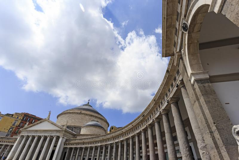 Opinião de baixo ângulo, Praça del Plebiscito, Nápoles, Itália fotografia de stock