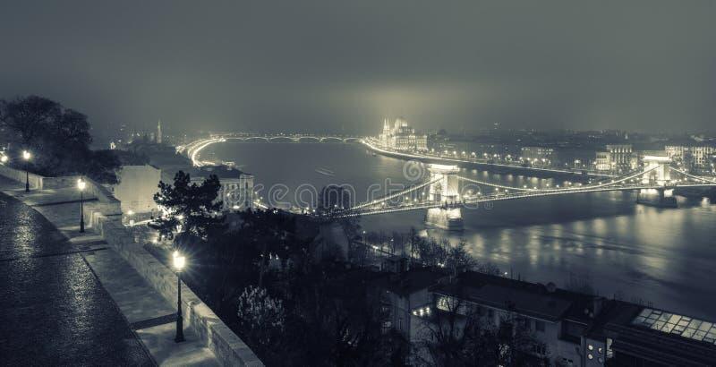 Opinião de Budapest na ponte Chain foto de stock royalty free