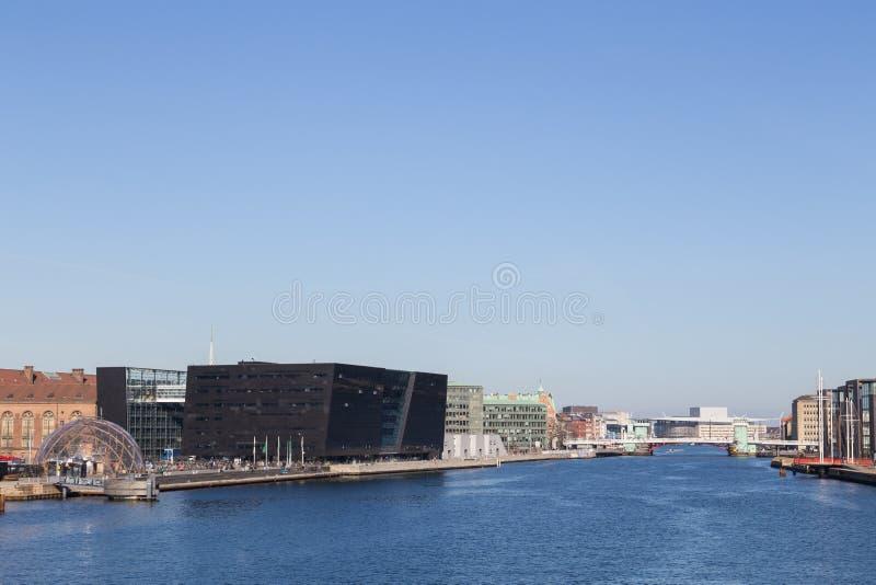 Opinião de Copenhaga com biblioteca real e a estufa móvel foto de stock