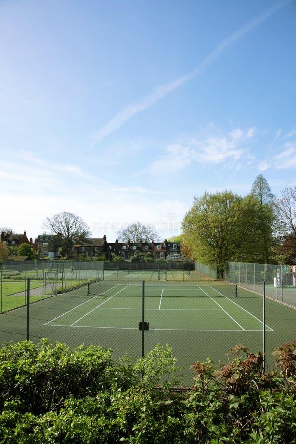 Opinião de corte de tênis da comunidade local foto de stock royalty free