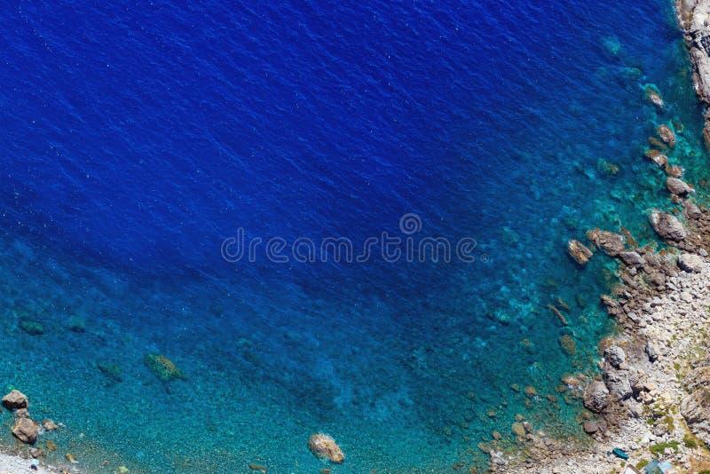 Opinião de costa de mar da parte superior da montagem de Elia de Saint fotografia de stock