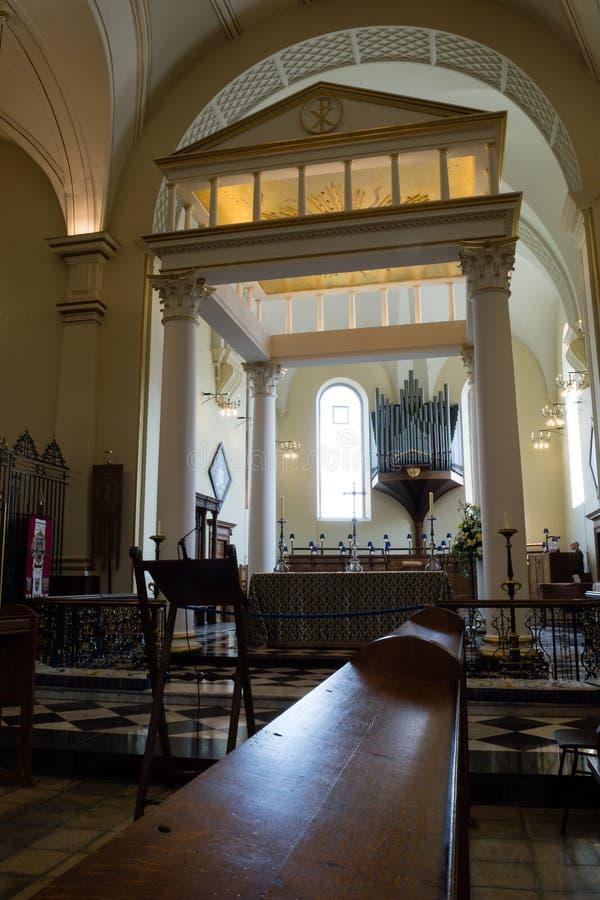 Opinião de Derby Cathedral High Altar da fotografia do vertical do coro imagens de stock royalty free