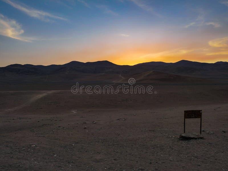 Opinião de deserto do Chile Atacama com por do sol fotografia de stock royalty free
