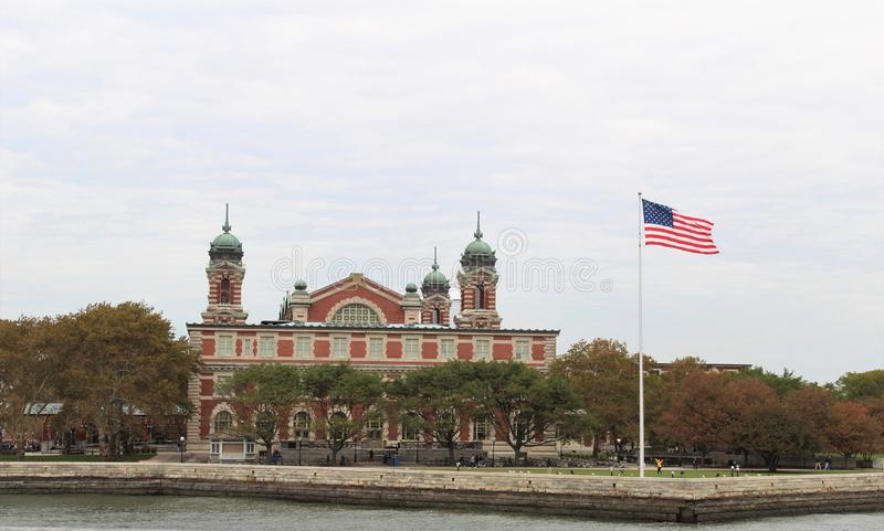 Opinião de Ellis Island imagens de stock