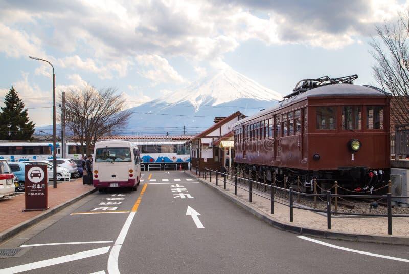 Opinião de Fuji da montanha da estação de Kawaguchiko imagens de stock royalty free