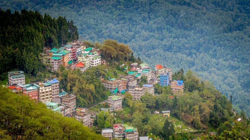 Opinião de Gangtok, capital do olho do ` s do pássaro de Sikkim, Índia imagens de stock