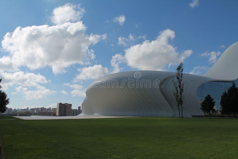 Opinião de Heydar Aliyev Center Baku Azerbaijan imagens de stock royalty free