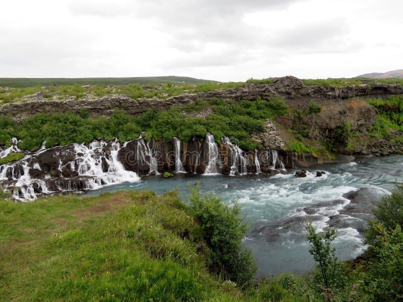 Opinião de Islândia da cachoeira 2017 de Barnafoss foto de stock