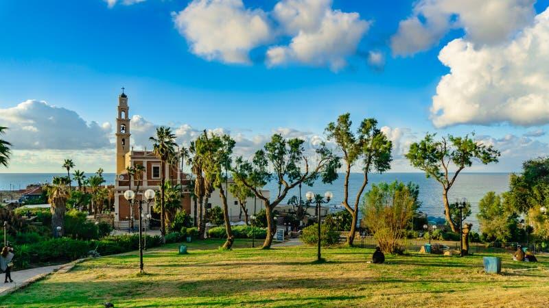 Opinião de Israel Tel Aviv Old Jaffa do ponto o mais alto de Jaffa velho à igreja Católica St Peter & x27; igreja de s contra fotos de stock royalty free