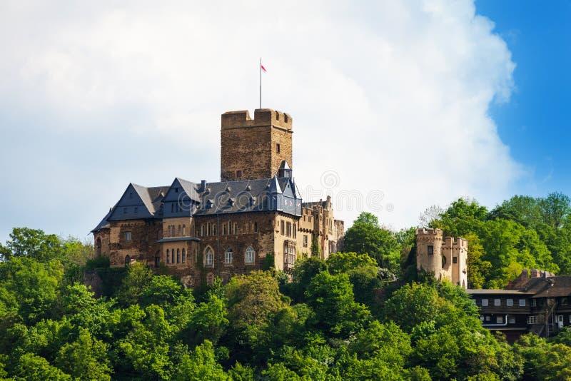 Opinião de Lahneck do Burg na floresta verde durante o summe fotos de stock