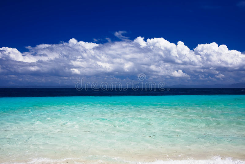 Opinião de oceano da ilha de férias imagem de stock royalty free