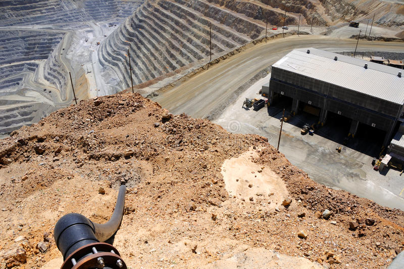 Opinião de olho de pássaro da mina de cobre de Kennecott imagem de stock