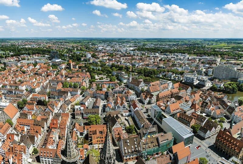 Opinião de olho de pássaro sobre Ulm, tiro da torre da igreja imagem de stock
