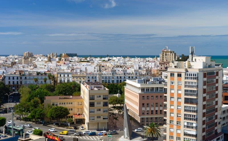 Opinião de olho de pássaro sobre a cidade de Cadiz, a Andaluzia, Espanha imagem de stock royalty free
