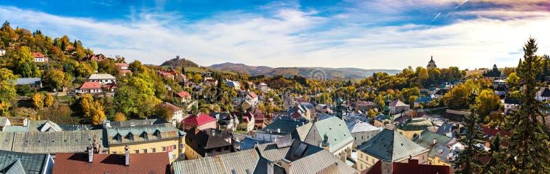 Opinião de Pangrammatic de Banska Stiavnica no tempo do outono, Eslováquia, imagens de stock royalty free
