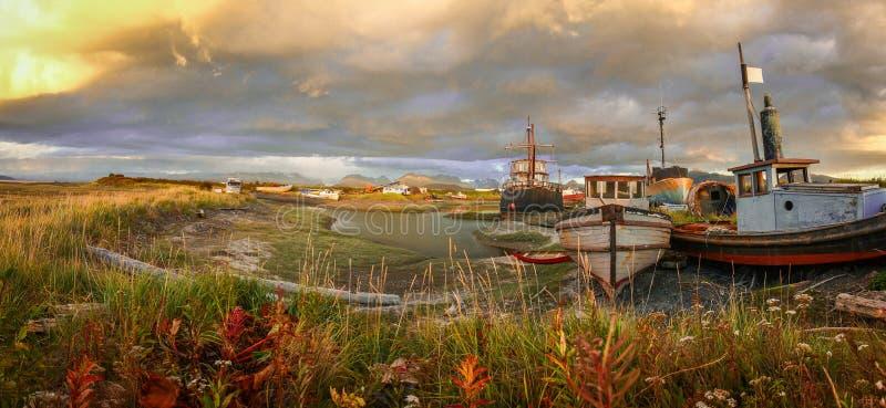 Opinião de Panoramatic do porto velho na cidade do local em Alaska imagem de stock royalty free