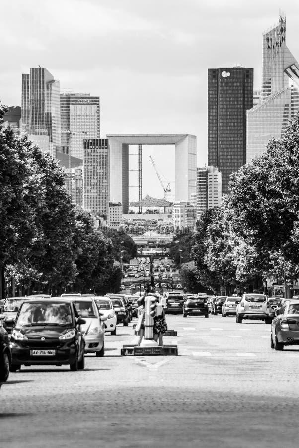 Opinião de Paris para Melia Paris La Defense preto e branco fotografia de stock