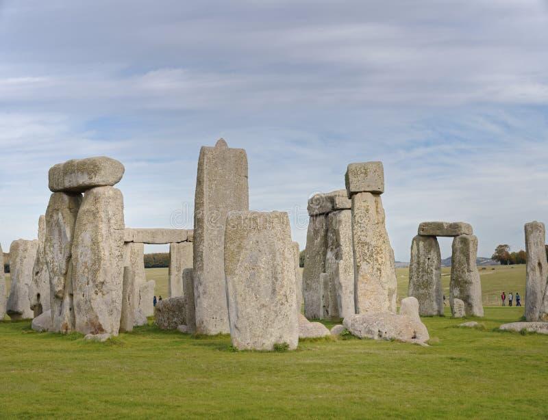 Opinião de pedra do henge de pedras estando no por do sol luz pagão foto de stock