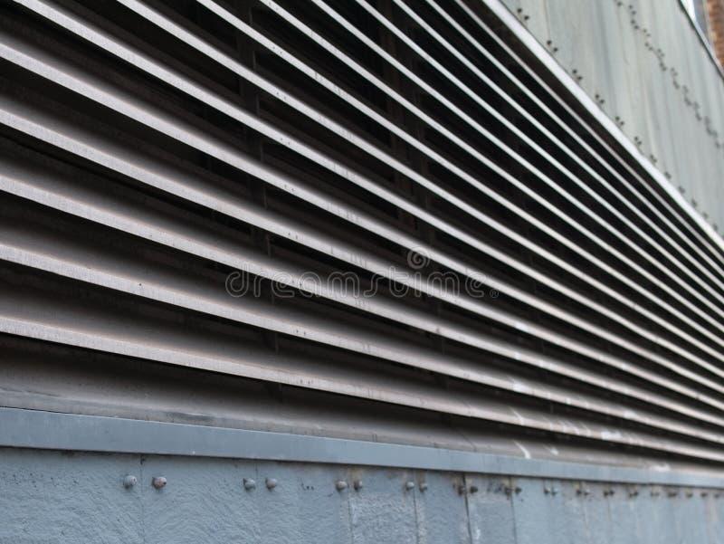 Opinião de perspectiva de canais de ventilação industriais do metal foto de stock