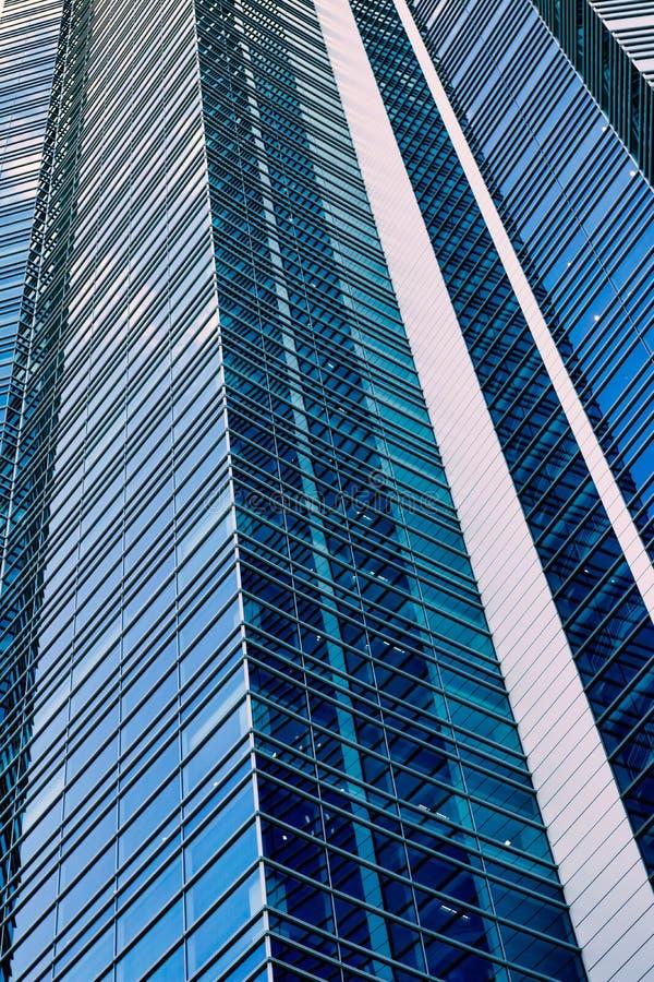 Opinião de perspectiva do arranha-céus alto imagens de stock