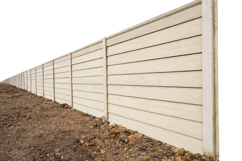 Opinião de perspectiva do muro de cimento pré-fabricado no rés do chão fresco, parede pré-fabricada do composto do cimento no fun fotografia de stock