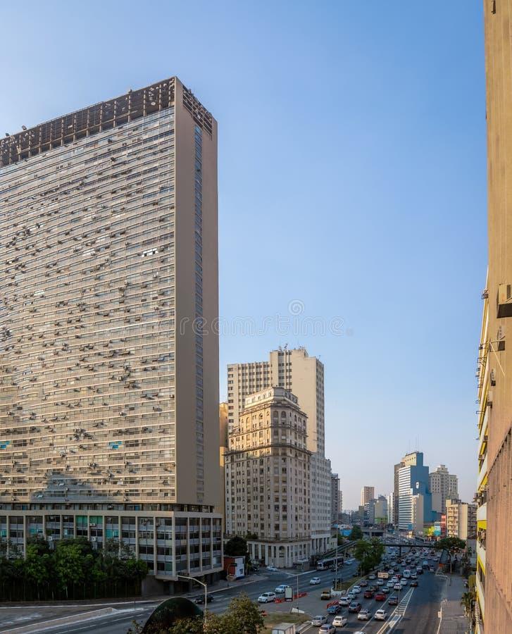 Opinião de Prestes Maia Avenue do viaduto de Santa Ifigenia - Sao Paulo, Brasil foto de stock