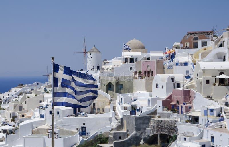 Opinião de Santorini com bandeira imagem de stock