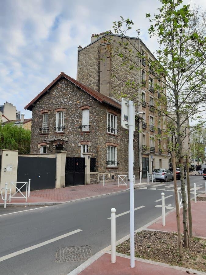 Opinião de Sreet das casas em torno de Paris fotos de stock