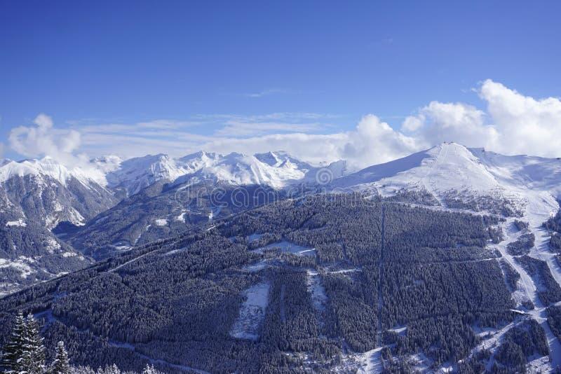 Opinião de Stubnerkogel na estância de esqui má de Gastein fotografia de stock royalty free