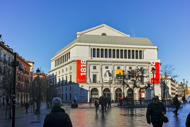 Opinião de surpresa da manhã da construção de Teatro Real no Madri fotografia de stock royalty free