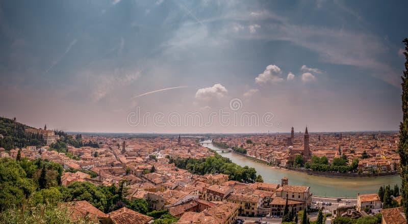 Opinião de Verona de Castel San Pietro imagem de stock