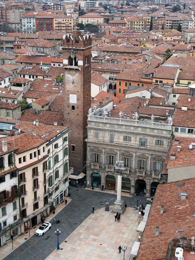 Opinião de Verona sobre a cidade com quadrado principal fotografia de stock royalty free