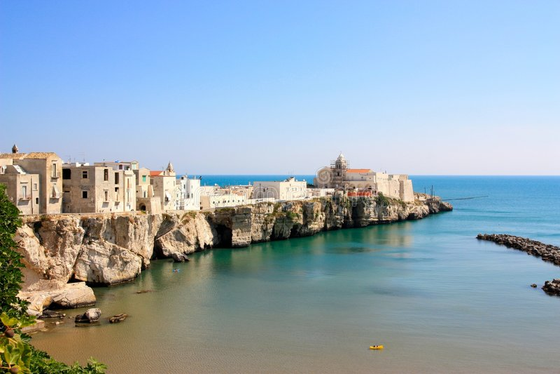 Opinião de Vieste, Apulia, Italy foto de stock royalty free