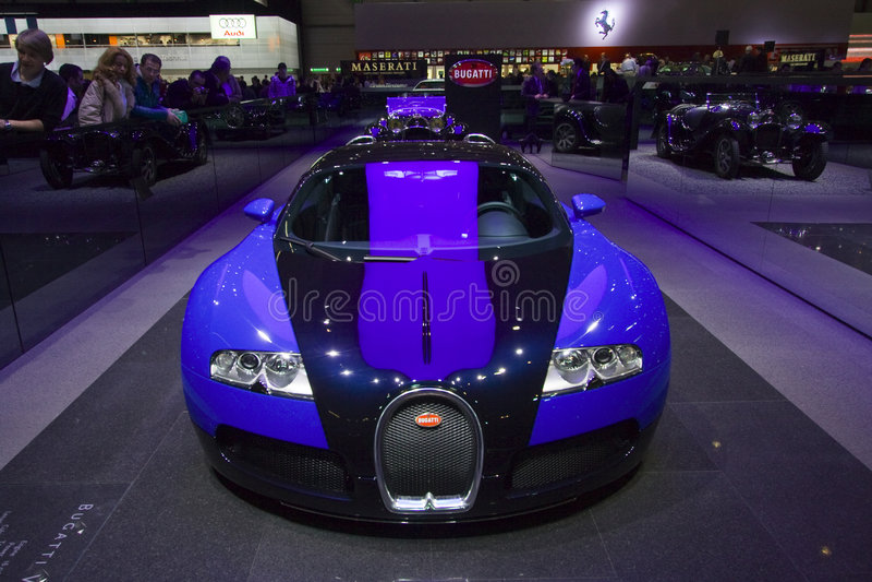 Opinião dianteira de Bugatti Veyron fotos de stock
