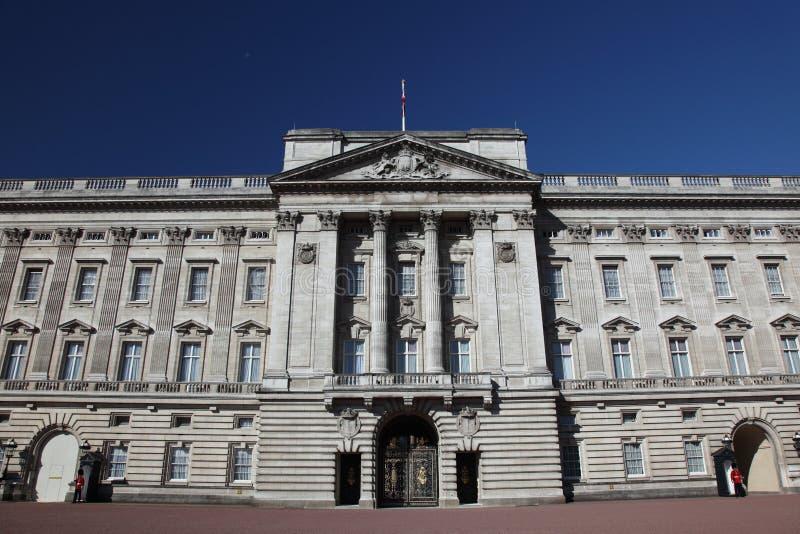 Opinião dianteira do Buckingham Palace foto de stock royalty free