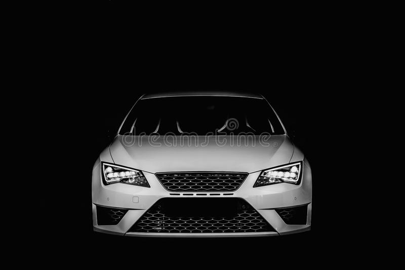 Opinião dianteira do carro branco fotografia de stock
