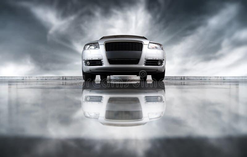 Opinião dianteira do carro moderno fotografia de stock