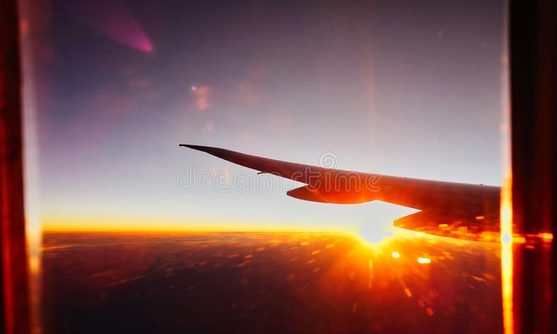 Opinião do alvorecer e do nascer do sol da alta altitude de Jet Aircraft fotos de stock royalty free