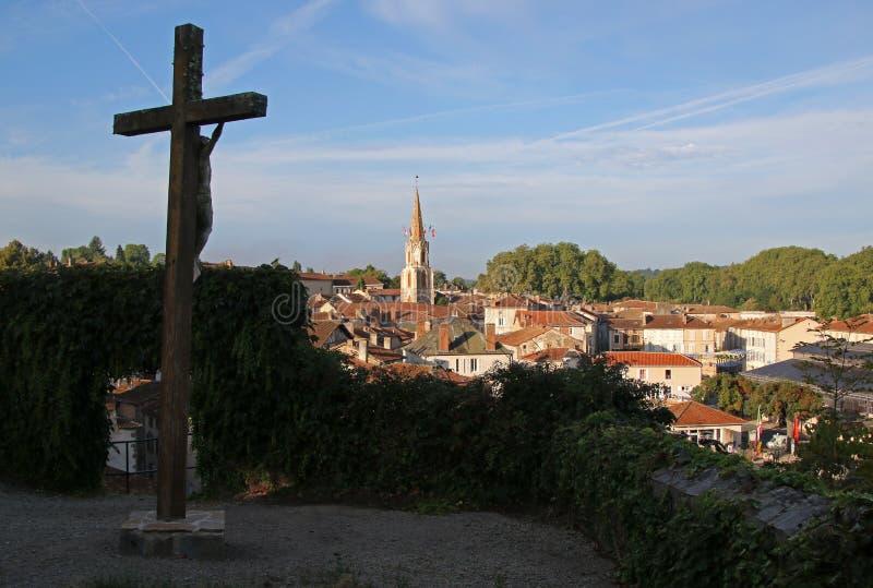 Opinião do amanhecer de Confolens medieval, França fotos de stock royalty free