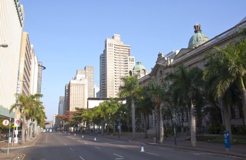 Opinião do amanhecer Smith Street fora da câmara municipal de Durban fotografia de stock royalty free