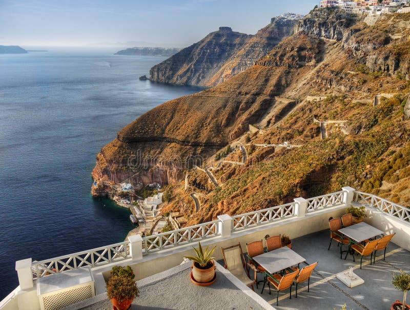Opinião do balcão do restaurante, ilha de Santorini imagem de stock