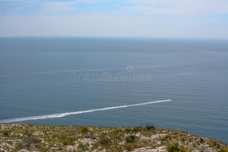 Opinião do barco sobre o mar da Espanha fotografia de stock royalty free