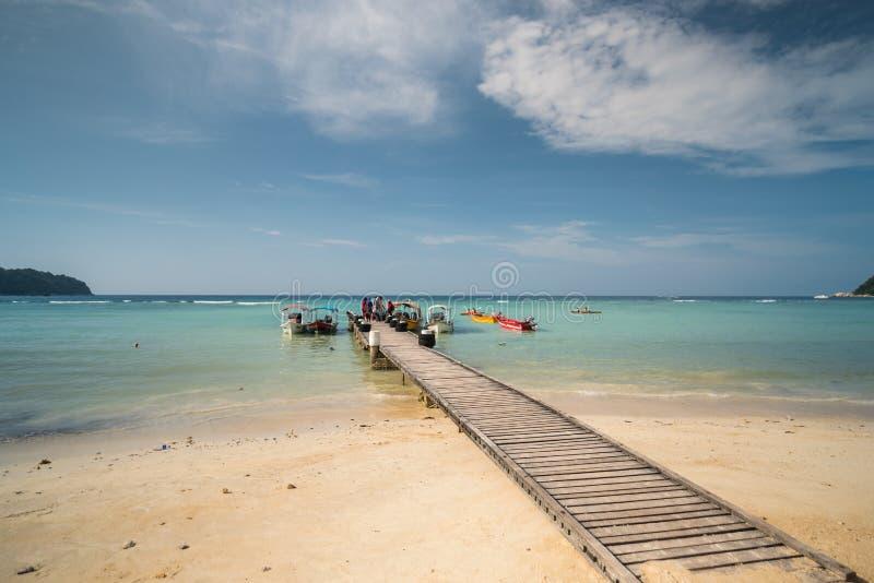 Opinião do beira-mar da ilha idílico de Pulau Perhentian Besar, Malásia fotografia de stock