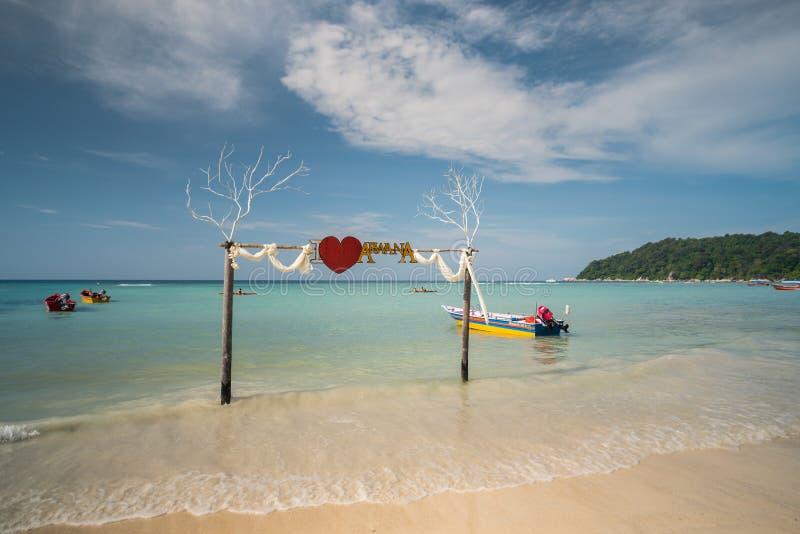 Opinião do beira-mar da ilha idílico de Pulau Perhentian Besar, Malásia foto de stock royalty free