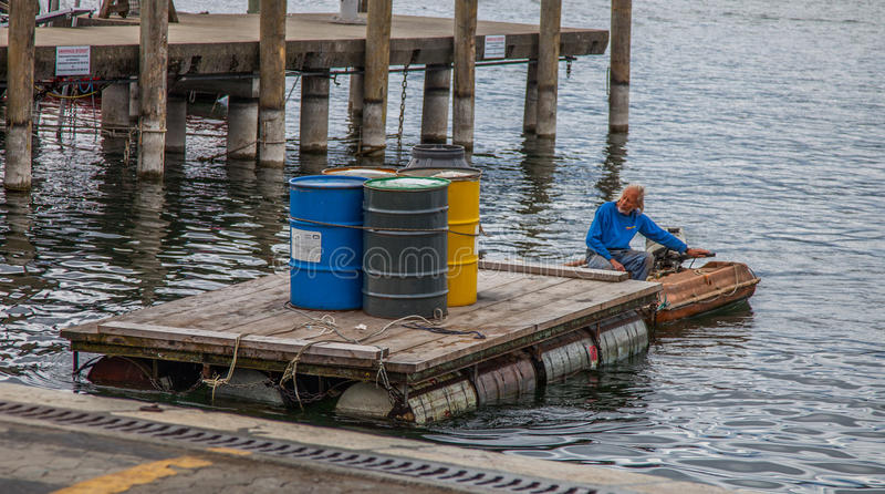 Opinião do beira-rio de Genebra - entregando cilindros de petróleo fotografia de stock