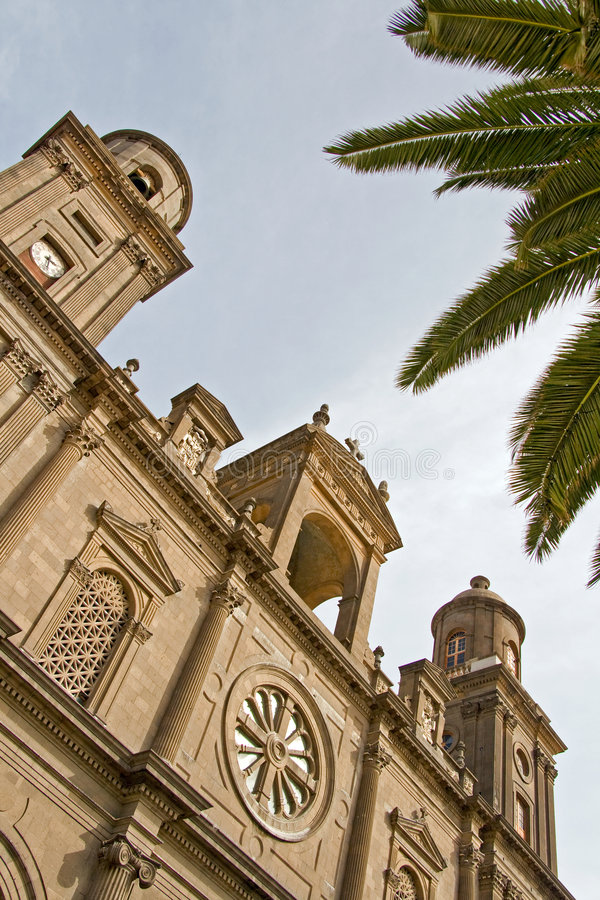 Opinião do céu da catedral foto de stock